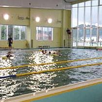 隣接する菊川温泉プールでひと泳ぎ!