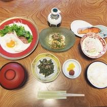 *朝食一例/ごはんとお味噌汁、親しみのある手作りのおかずを個室でのんびりどうぞ。