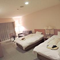 *【洋室ツイン26平米一例】最大3名様でのお泊りが可能