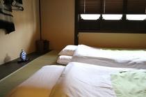 二階 表の間 寝室として(3組までお布団をひけます) Bedroom1-3available