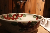 洗面所 信楽焼の椿柄のボウル