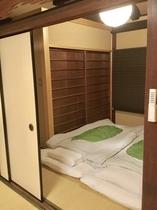 二階奥の間 、寝室として二組のお布団がひけます...Bedroom#2