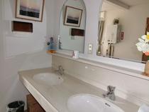 【洗面所】 2階廊下の洗面所