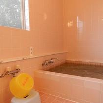【浴室】シンプルなお風呂です。