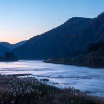 最上川の夕景