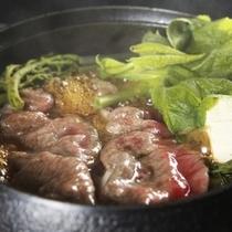 高見屋名物「山形牛すきしゃぶ鍋」