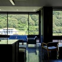 最上川を眺めるデザイナーズラウンジ