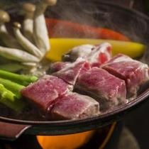 【山形県産牛の陶板焼き】柔らかな食感の牛肉を、お好きな焼き加減でお召し上がりいただけます
