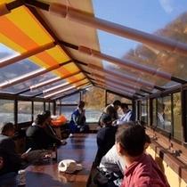 【滞在イメージ】最上峡芭蕉ライン舟下り。船内はゆとりのスペースでストレスなく船旅を愉しめます