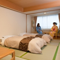 【別館和室10畳】定員2名様の和室は、10畳に広縁を設け、ゆったりとしたお部屋です。