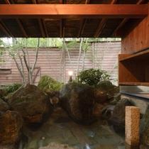 露天風呂付離れ「あけぼの」の専用露天風呂
