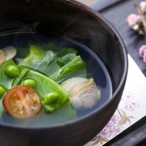 蛤と春キャベツのスープ 春の喜びを舌でも感じてください。