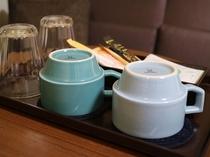 客室のマグカップは人気のマルヒロ HASAMIシリーズ
