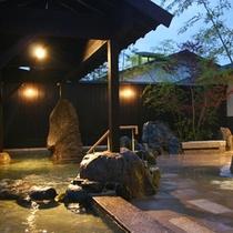 <露天風呂>愛知川の自然が一望できる露天風呂