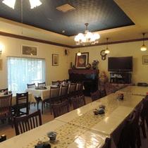 *旅館兼六園の食事場所。