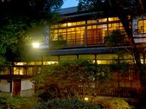 【外観】夜の人吉旅館
