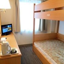 荷台付シングルルーム※シングルサイズの2段ベッドの上部が荷台となります。