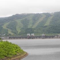 *ピリカダム湖/当館より車で約2分、雄大な景色をお楽しみいただけます。