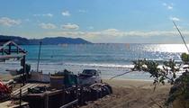 由比ケ浜でウインドサーフィン