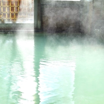 翡翠色硫黄泉源泉かけ流し