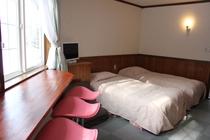 Sakura Color Room!4つのベッドとキッチン、バス・トイレ、カウンターテーブル&チェア