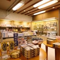 様々な商品が揃う売店