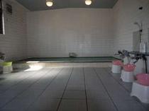 ゆったり大浴場で温泉気分