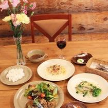 *夕食一例/木の温かみがあふれるログハウスレストランでコース料理をお楽しみ下さい!