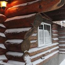 *冬/外は氷点下でも、ログハウスの中はぽかぽか♪体を伸ばしてゆっくりお寛ぎ下さい。