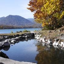 *秋/和琴半島から望む屈斜路湖。秋ならではの風景が広がっています。