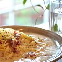 *夕食一例/じゃがいもソースのパスタ。メニューは季節の旬に合わせて変わります。