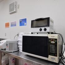 *共有キッチン/電子レンジ、炊飯器、ポット・・なんでも取り揃えています。