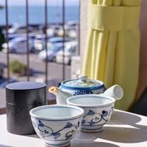 *お部屋にご到着後、まずは温かいお茶を飲んでホッと一息。