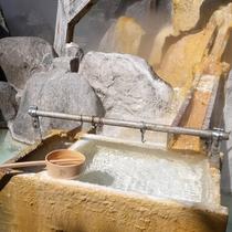 *【周辺観光】熱川の中心部地にある「お湯かけ弁財天」高い噴泉塔が目印です。