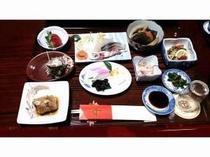 採れたての地魚や野菜を使った「米吉つぁん定食」です。好評の猪、黒アナゴ料理もお出しします。