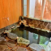 ◆家族で貸切の岩風呂