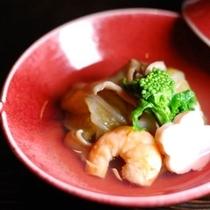 【夕食】お料理は目でも愉しんでいただける様に、丁寧に作らせていただいております/例