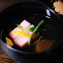 【夕食】丁寧にとったお出汁を使い、素朴な味付けを心がけております/例