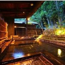 【大浴場】 半露天風呂は季節の移ろいを愉しんでいただける様に、あえて山肌につくりました