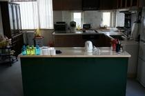 共有のキッチンスペースです。