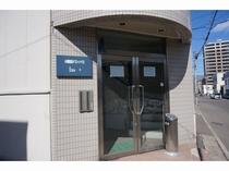 小樽駅前ゲストハウス Itoの玄関