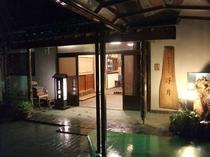 夜の浮月玄関