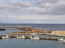 【下風呂港】海の向こうには北海道が望めます