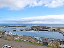 【客室からの景色】下風呂漁港と北海道が見渡せます