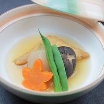 煮物:三食いなりと野菜の煮物