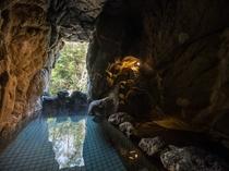 洞窟風呂(男湯)