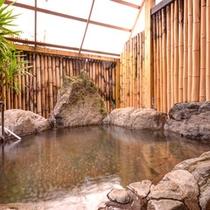 *【岩風呂付き客室】かけ流しの温泉を贅沢に独り占め