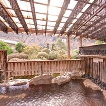 *【露天岩風呂(男湯)】源泉99度の単純硫黄泉をかけ流しで