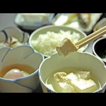 朝食一例(温泉湯豆腐や温泉卵)☆