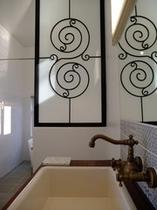 domingo bathroom
